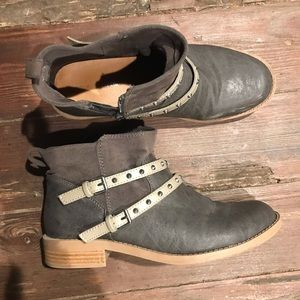 Grey-ish Strappy booties